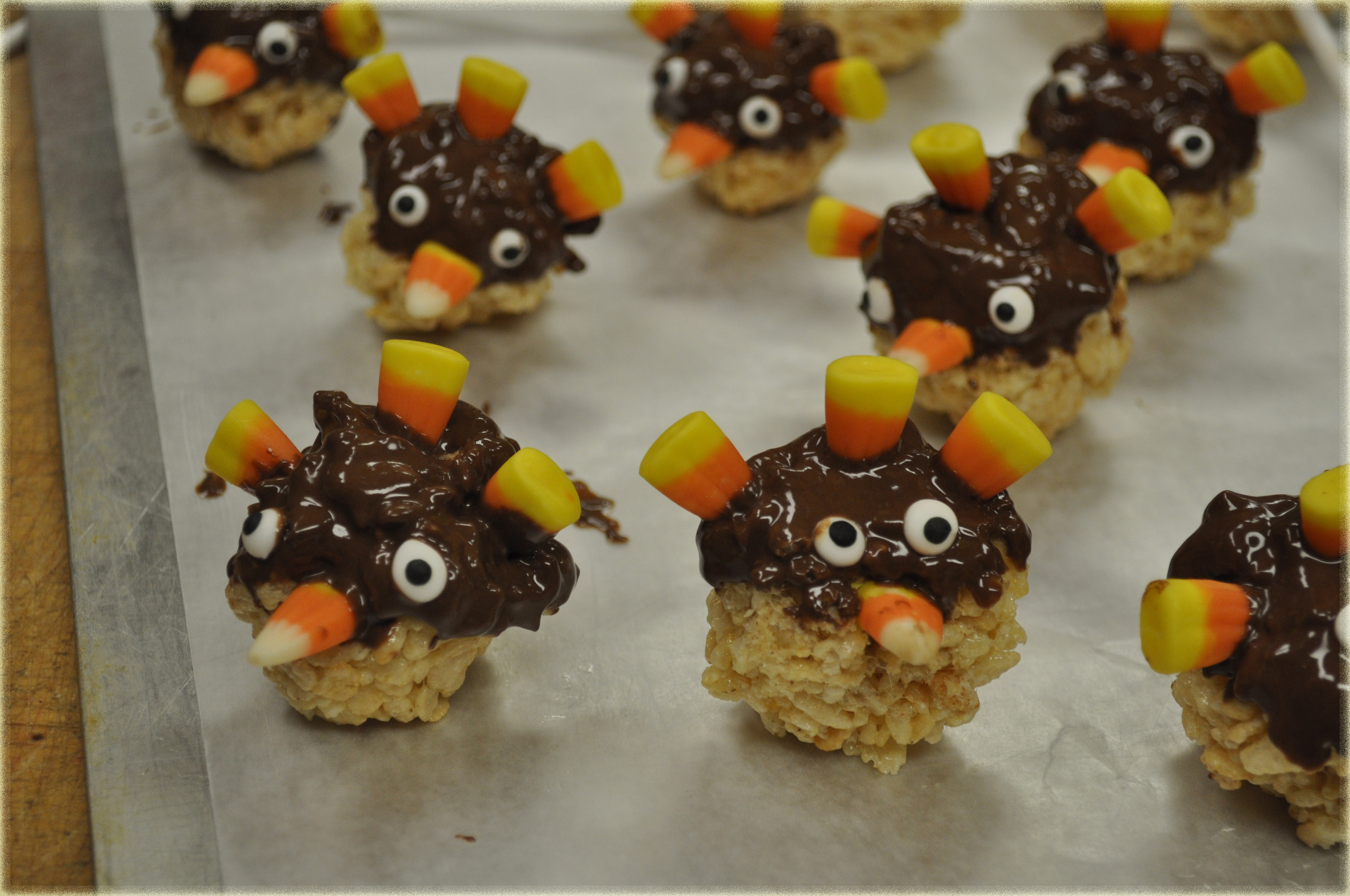 Thanksgiving Rice Krispies: Turkey Pop Treats