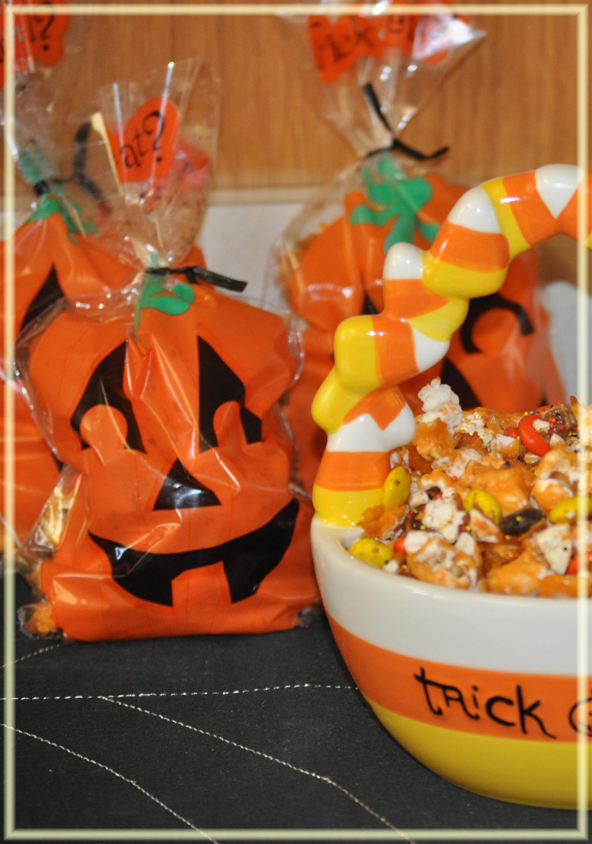 sweet n spooky crunch & halloween punch - mommy's fabulous finds