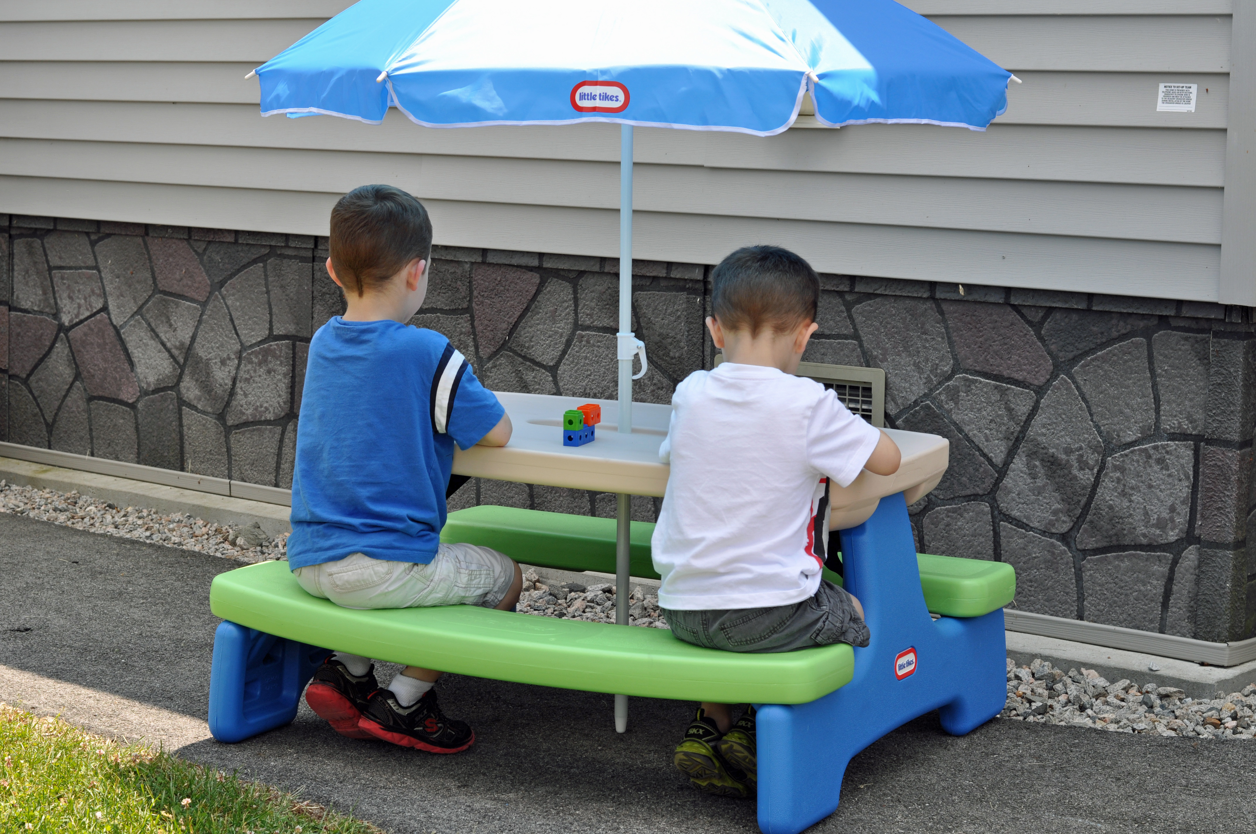 little tikes easy store picnic table mommy 39 s fabulous finds. Black Bedroom Furniture Sets. Home Design Ideas