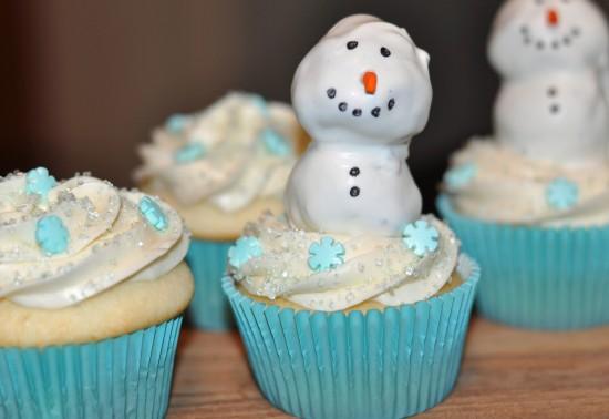 Snowman Cupcake With Peanut Butter Oreo Truffles