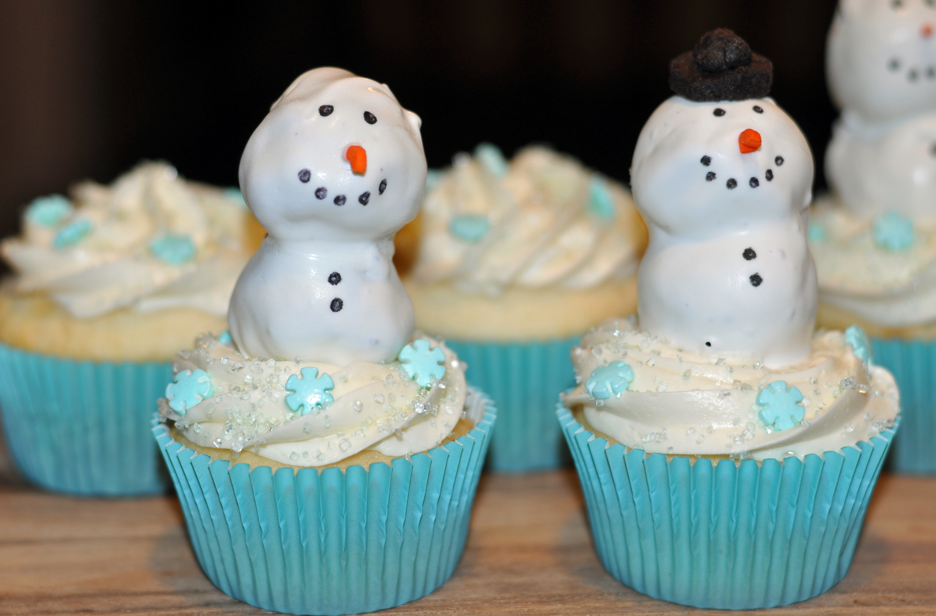 Snowman Cupcakes With Peanut Butter Oreo Truffles
