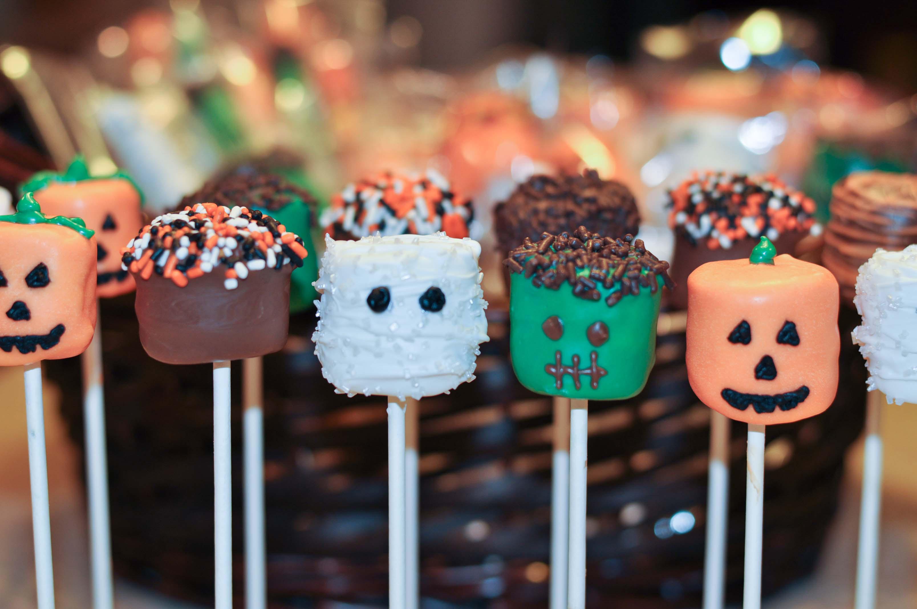 Halloween Marshmallow Pops: