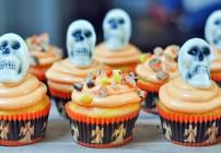 Reeces Pieces Two Tone Halloween Cupcakes