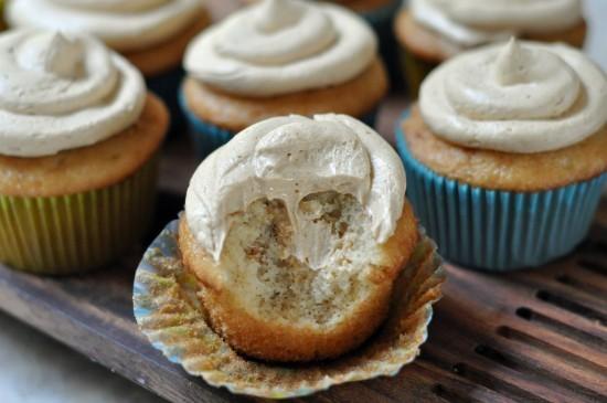 Duncan-Hines-Caramel-Apple-Cupcakes-550x365