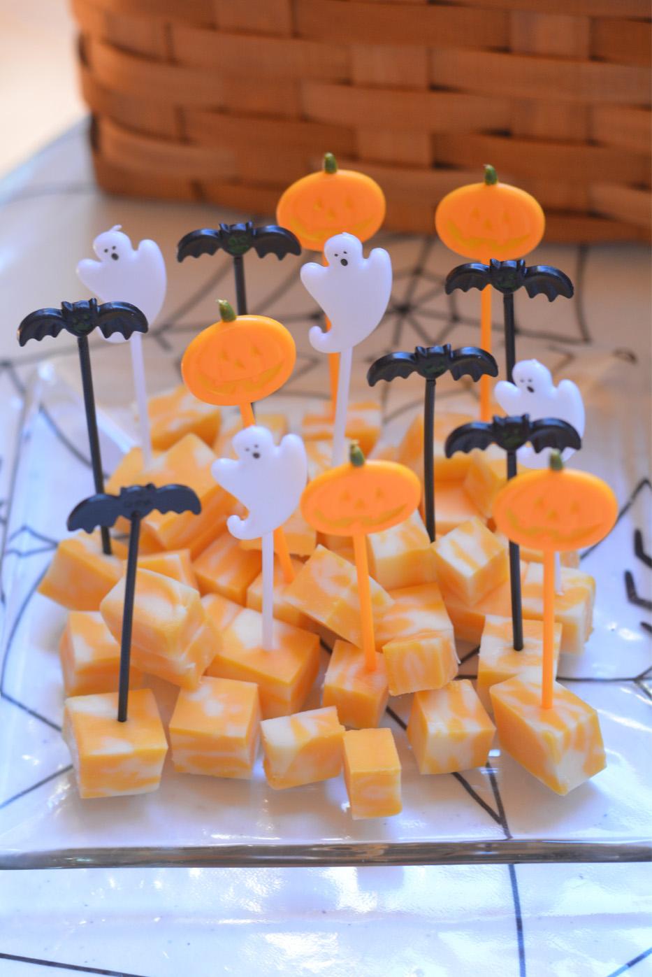 Halloween cheese bites