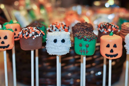 how to make halloween marshmallow pops