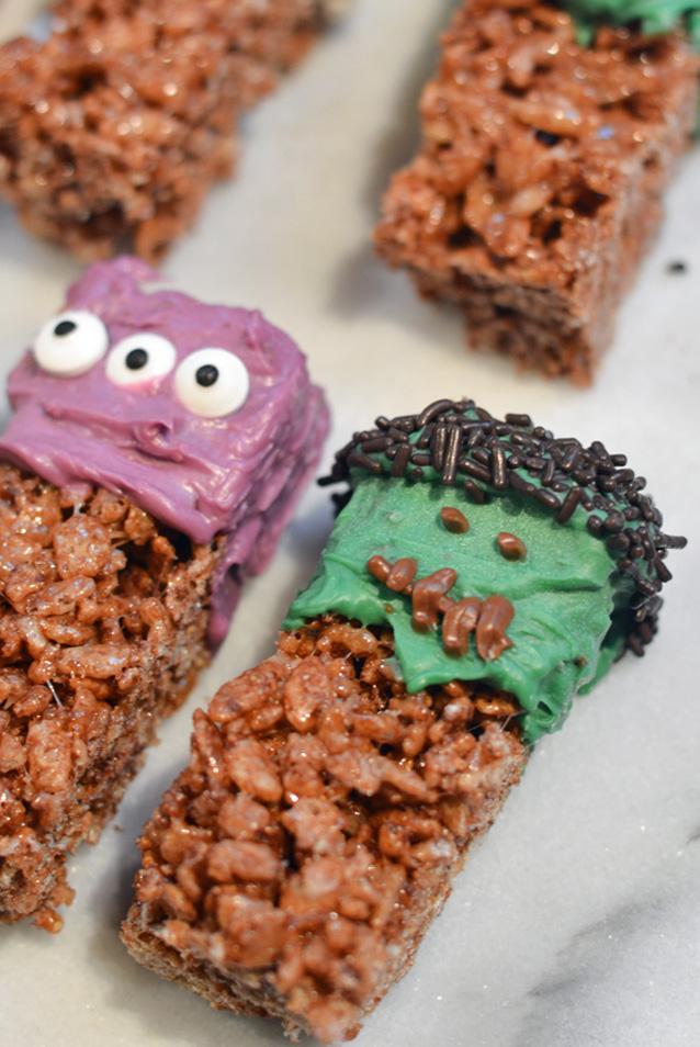 Easy Halloween Treats - Frankenstein Krispy Treats - Mommy's ...