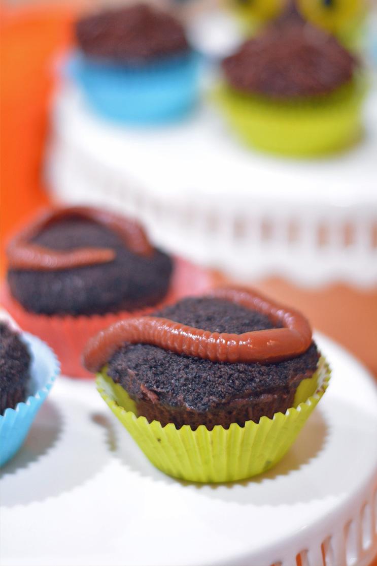 gummy worm cupcake