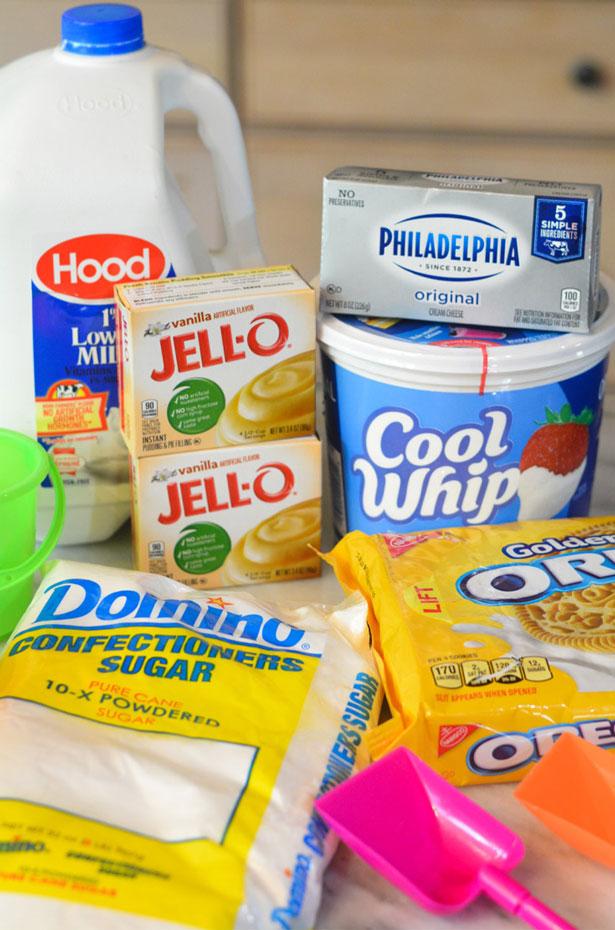 sand pudding ingredients: jello, powdered sugar, cool whip, oreos