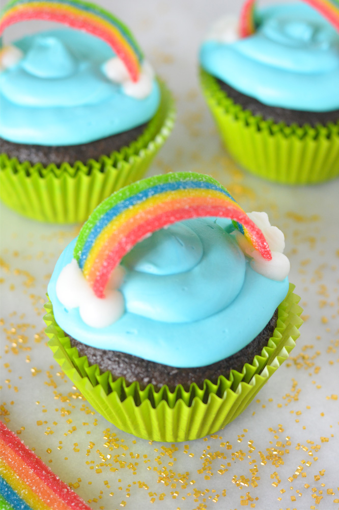 Rainbow Cupcakes With A Hidden Surprise Mommy S Fabulous